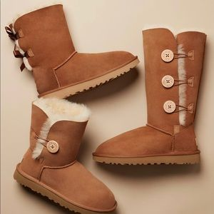 UGG Bailey Bow Genuine Shearling Boot. Size 8